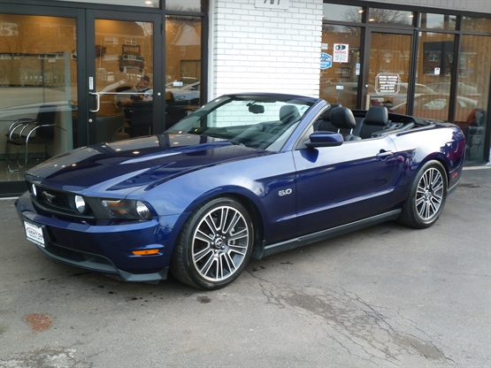 2011 FORD Mustang GT Deluxe RWD